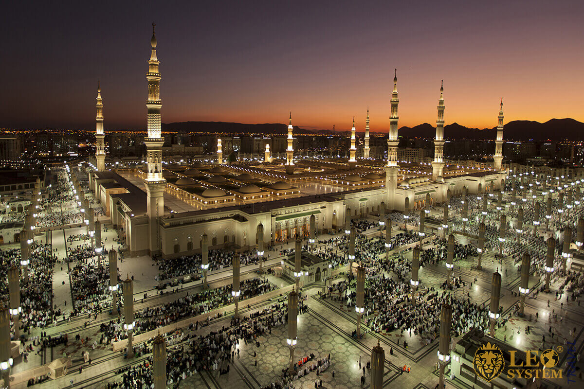 View al-Haram mosque Mecca Saudi Arabia, always welcome guests, at any time of the year