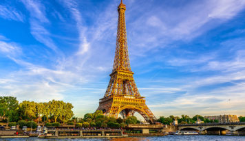 Romantic Trip for Lovers. Go to Paris, France.