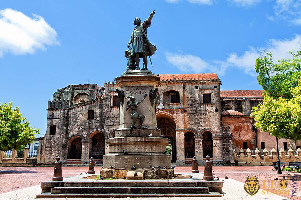 Image of the statue of Columbus, Santo Domingo, Dominican Republic
