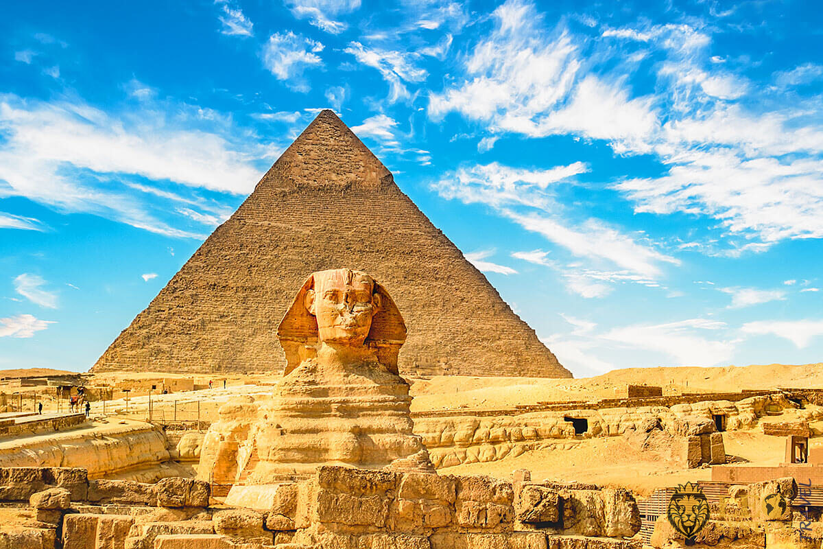Great Sphinx and Pyramid, Cairo, Egypt