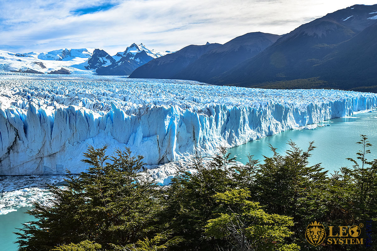 Great view of the large glacier and mountains, Argentina