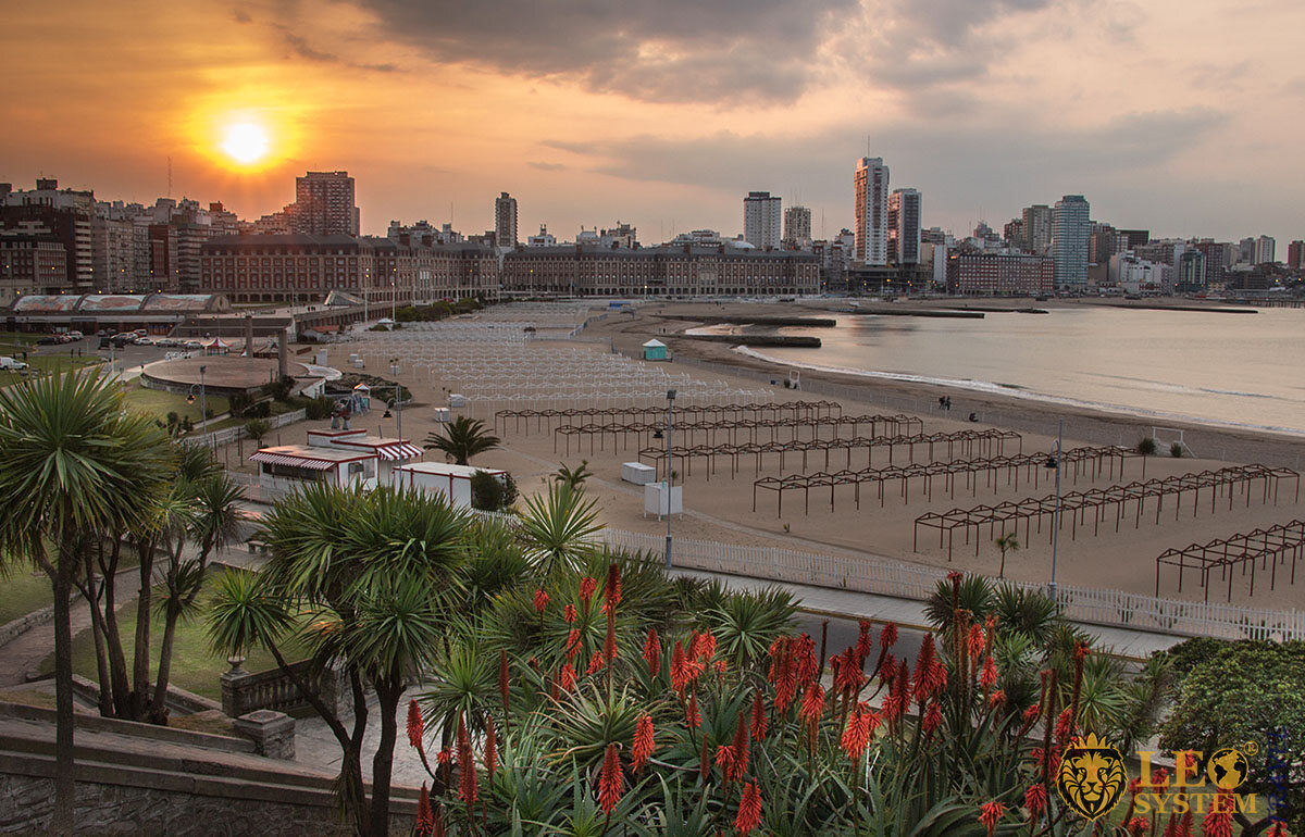 Image beach at sunset in the city of Mar del Plata, Argentina