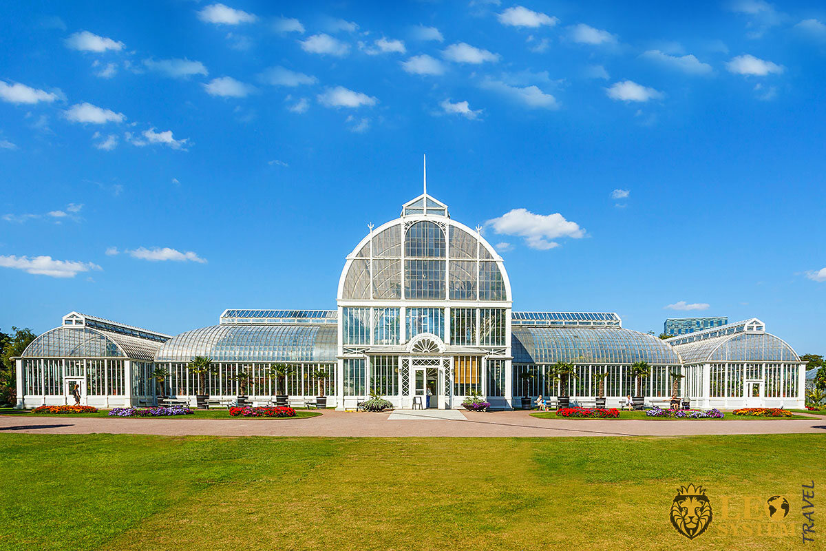 Image of a greenhouse in the garden, Gothenburg