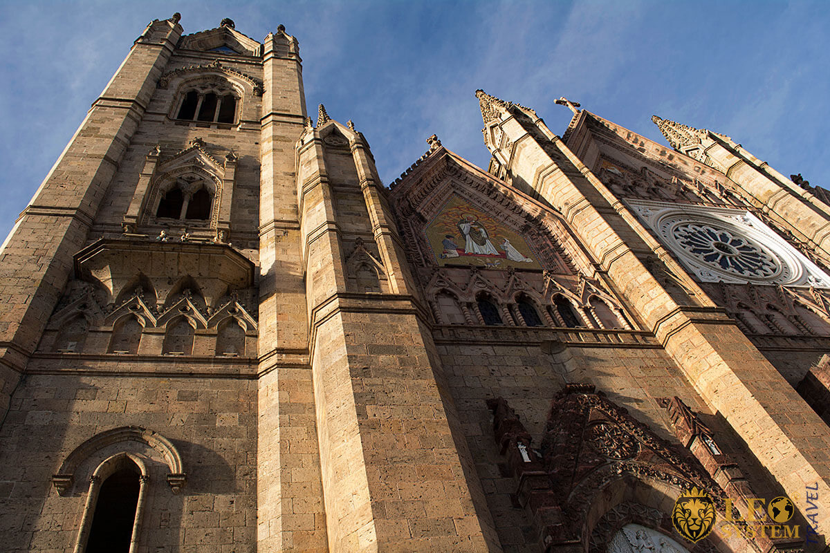 Image of the Temple of the Expiatory in the city of Guadalajara, Mexico
