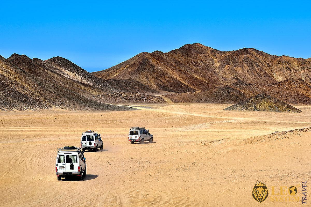 Image of SUVs that drive through the Sahara Desert, Egypt