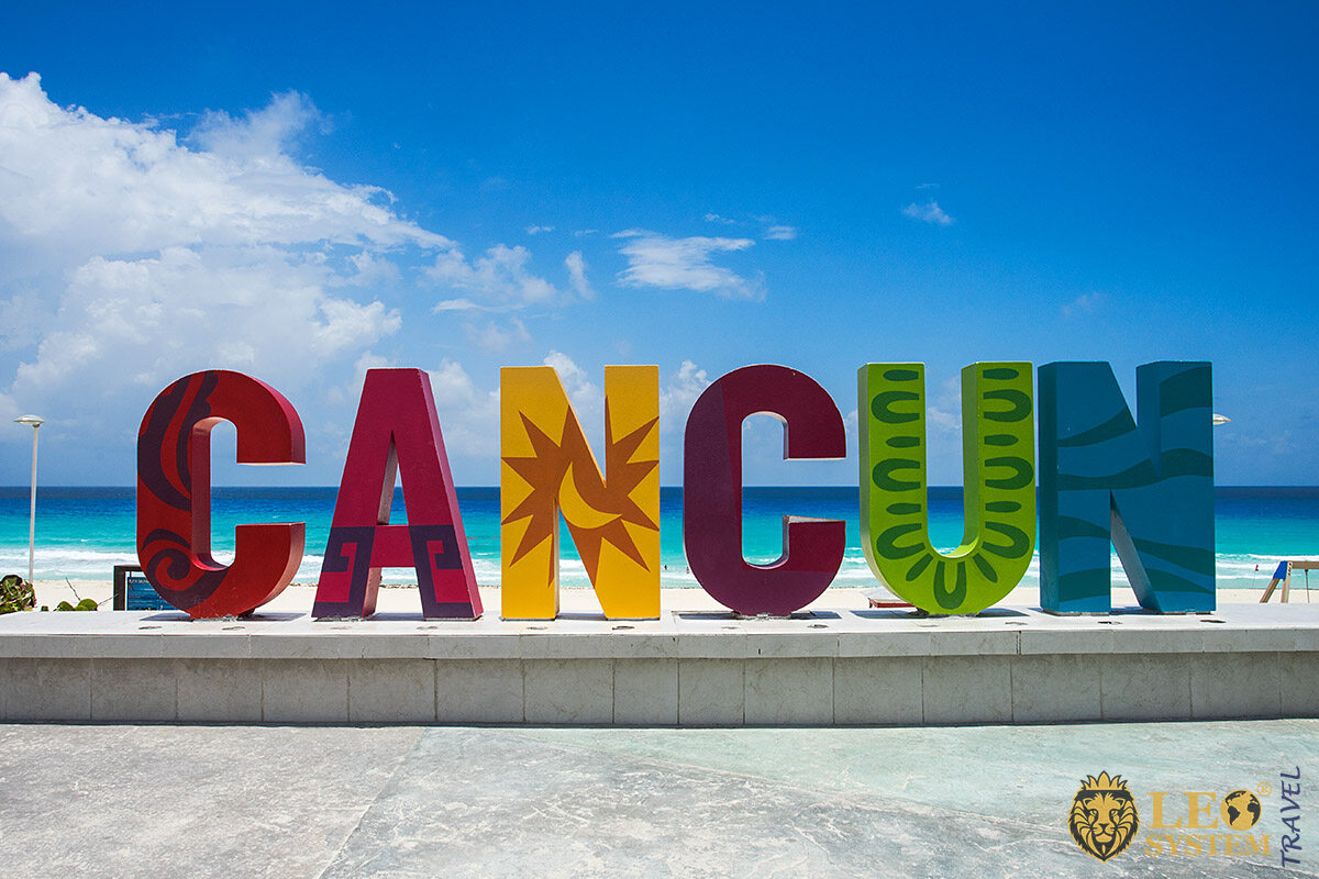 Image of the city name Cancun in big and colorful letters