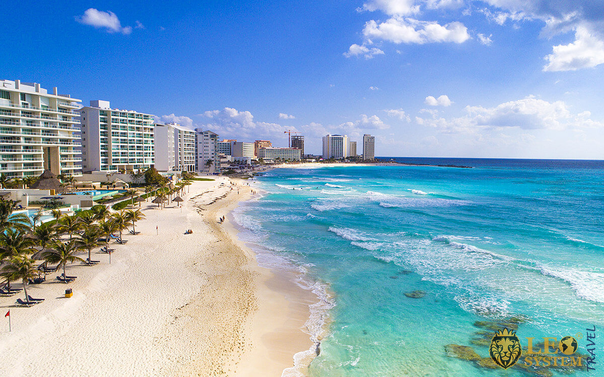 Image stunning beach with white sand in Cancun, Mexico