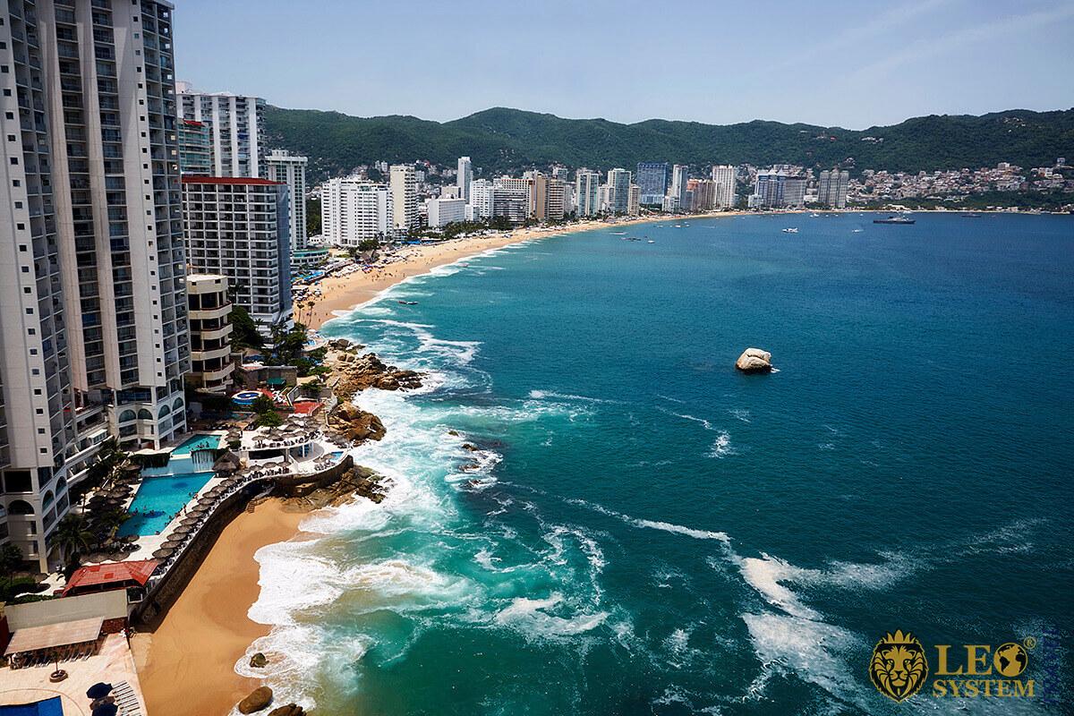 Amazing view of the ocean coastline, city of Acapulco, Mexico