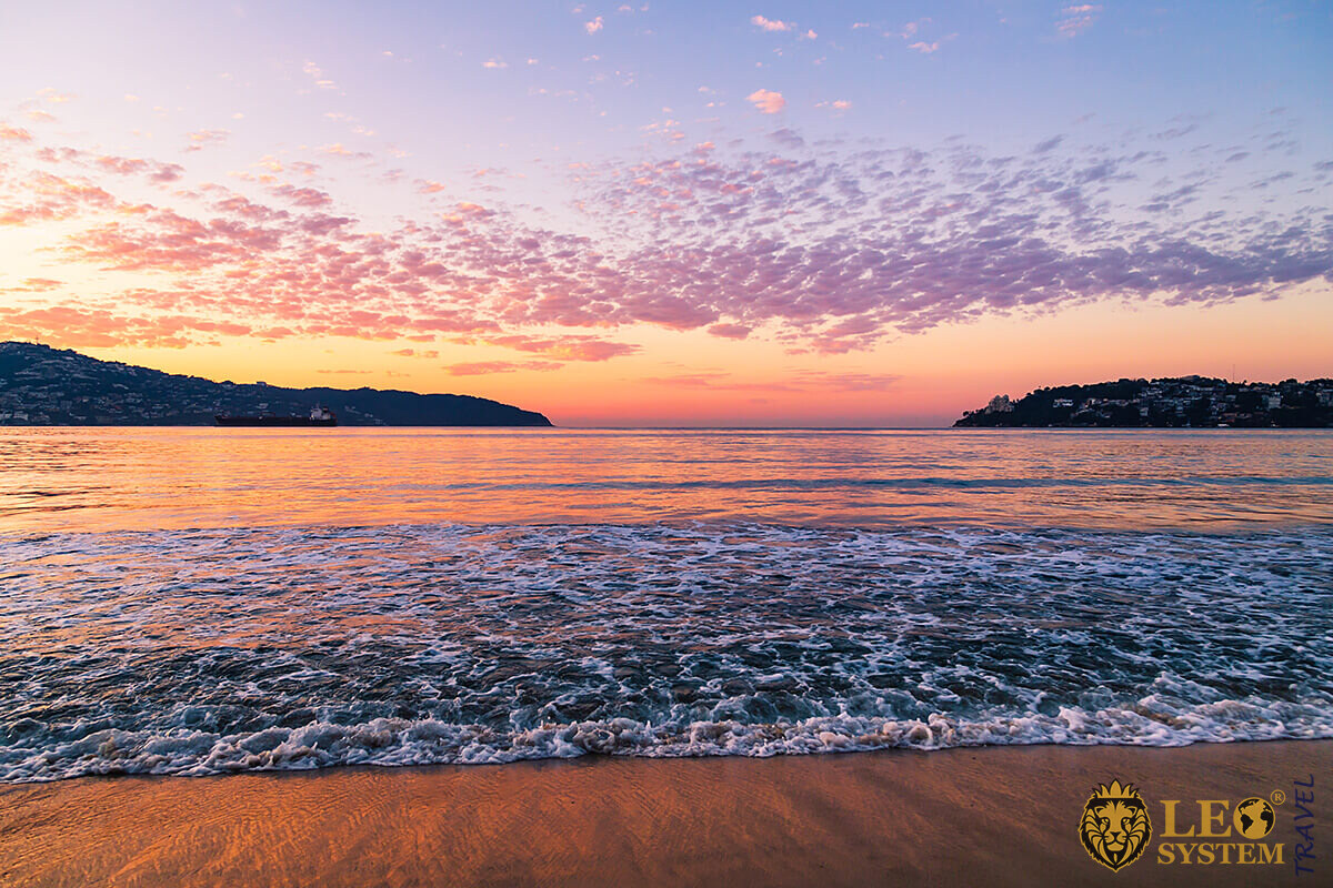 Wonderful views of the ocean at the time of sunset, Acapulco, Mexico