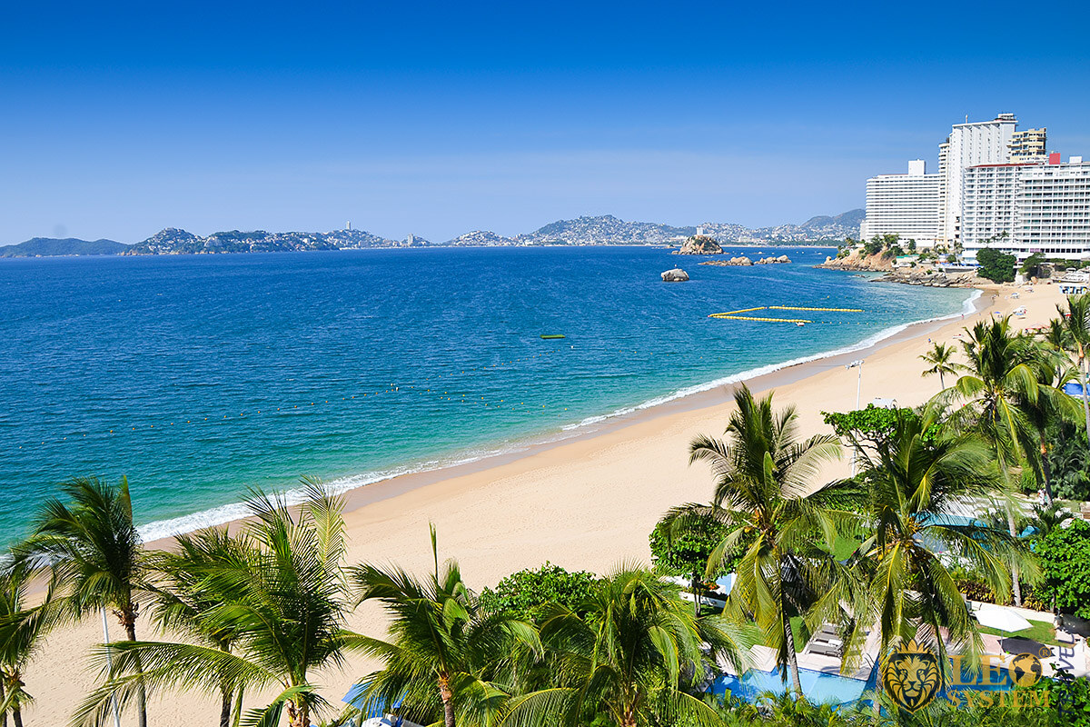 Magnificent views of the beach and the Pacific Ocean, Acapulco, Mexico