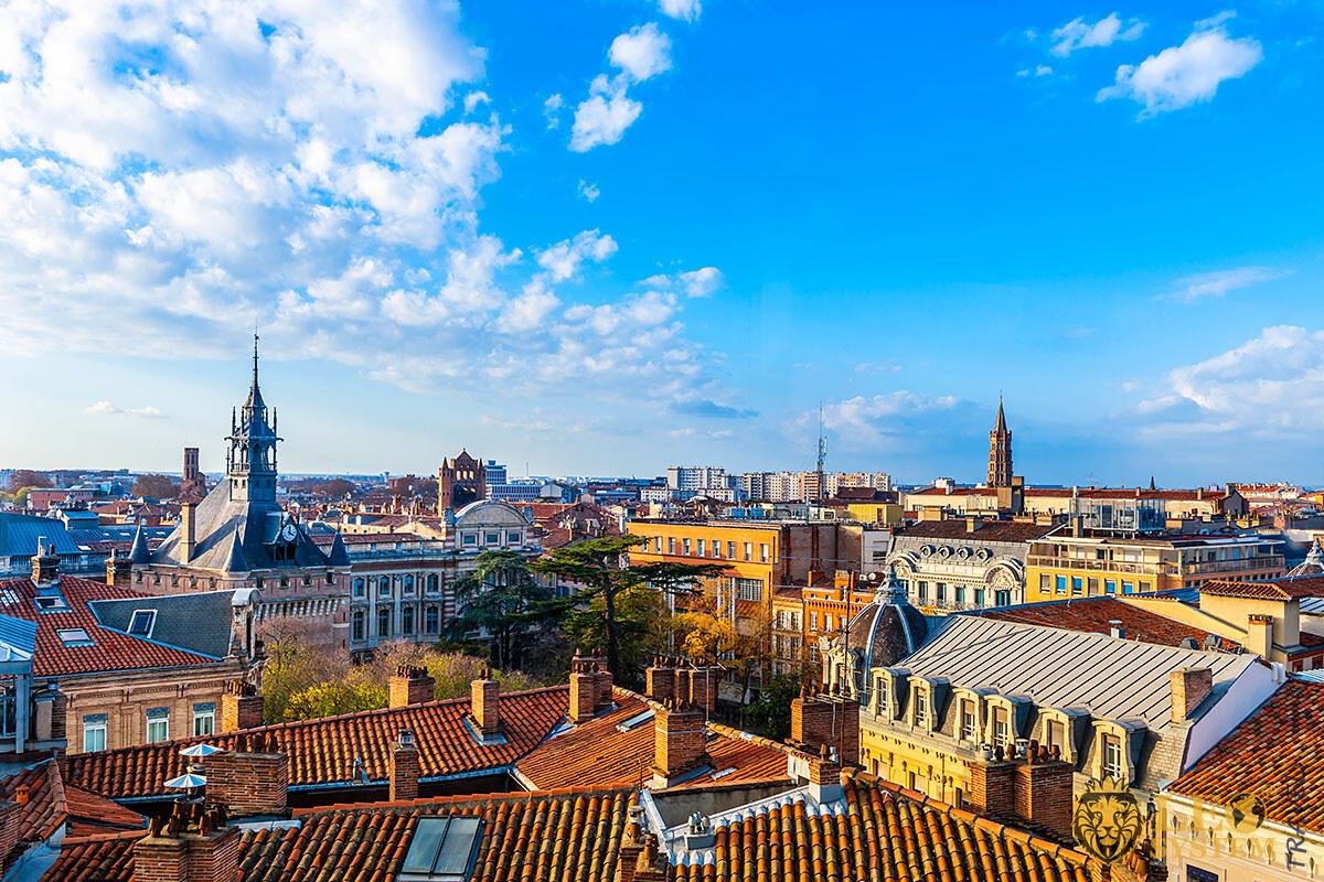 Panoramic view of city buildings in the city of Toulouse, France