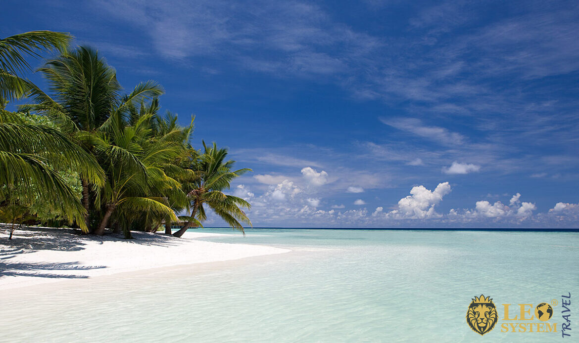 Magnificent views of the beach and the Indian Ocean, island of Kuramathi, Maldives