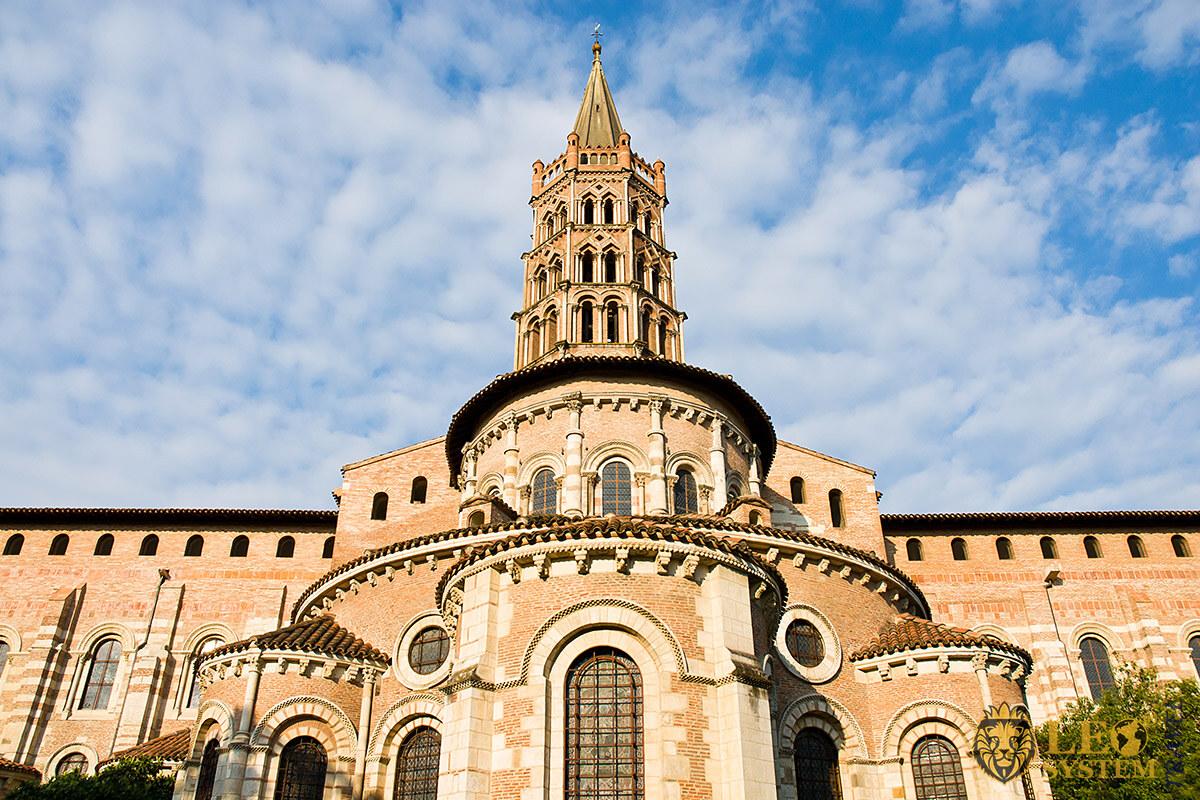 View of the Basilique Saint-Sernin de Toulouse, France