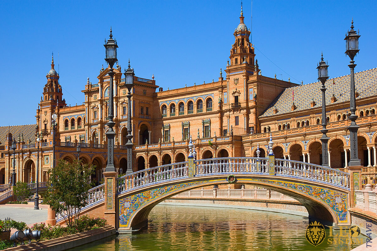 Image of the bridge in the square of Spain, city of Seville