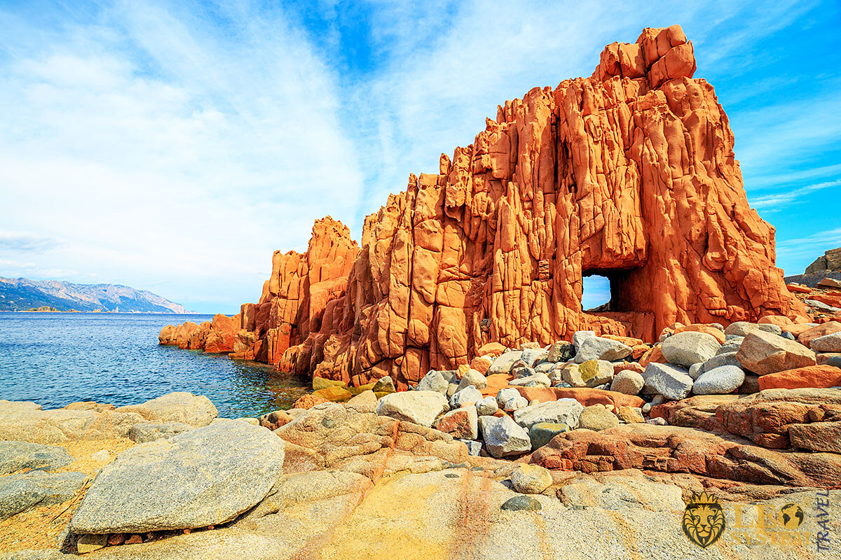 Image of a popular place on the island of Sardinia is Red Rock