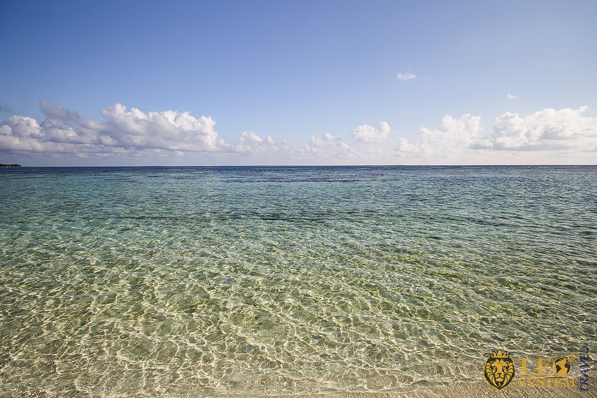 Image of crystal clear ocean water on a sunny day, Island of Vilamendhoo
