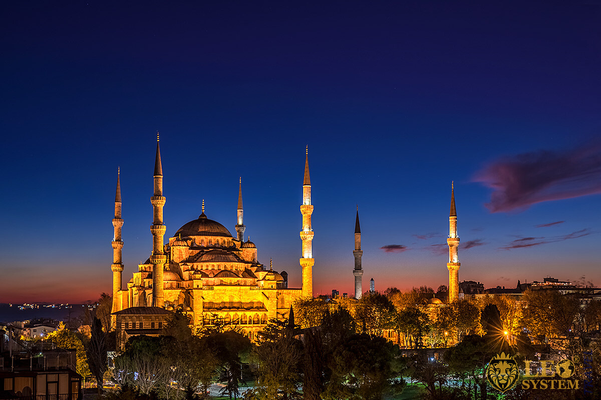 Night view of the Hagia Sophia Mosque, Istanbul, Turkey