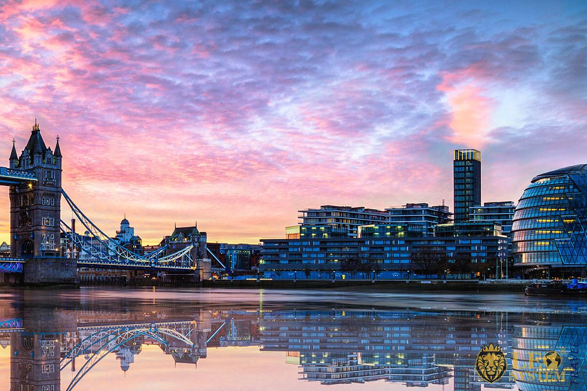 Image of the sunrise in London, United Kingdom