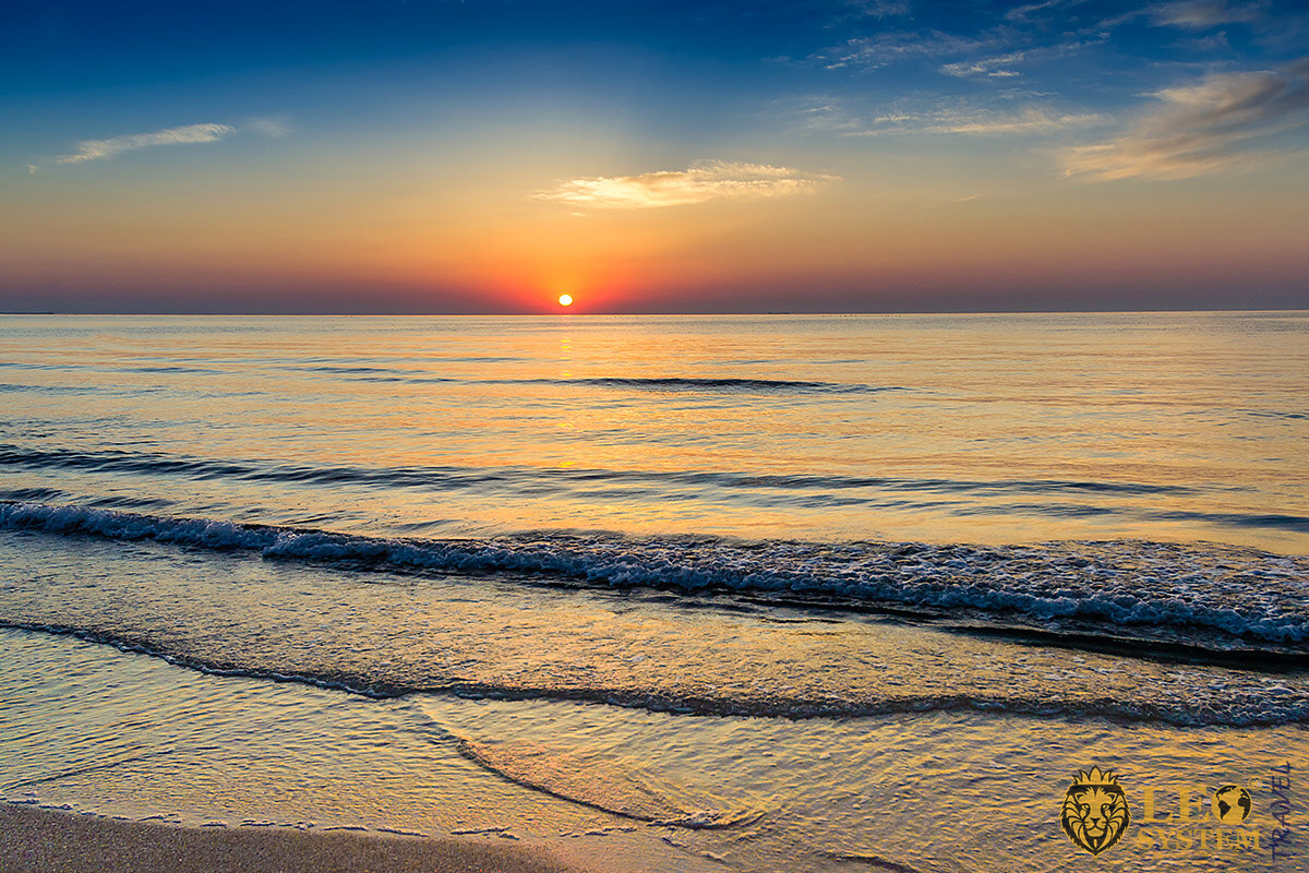 Image of the Black Sea at the time of sunset